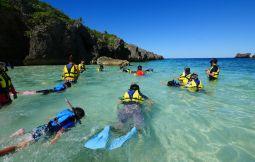 「【伊良部島】SDGsサンゴラーニング・スノーケリング体験学習 下地島カヤッファビーチ」のサムネイル画像